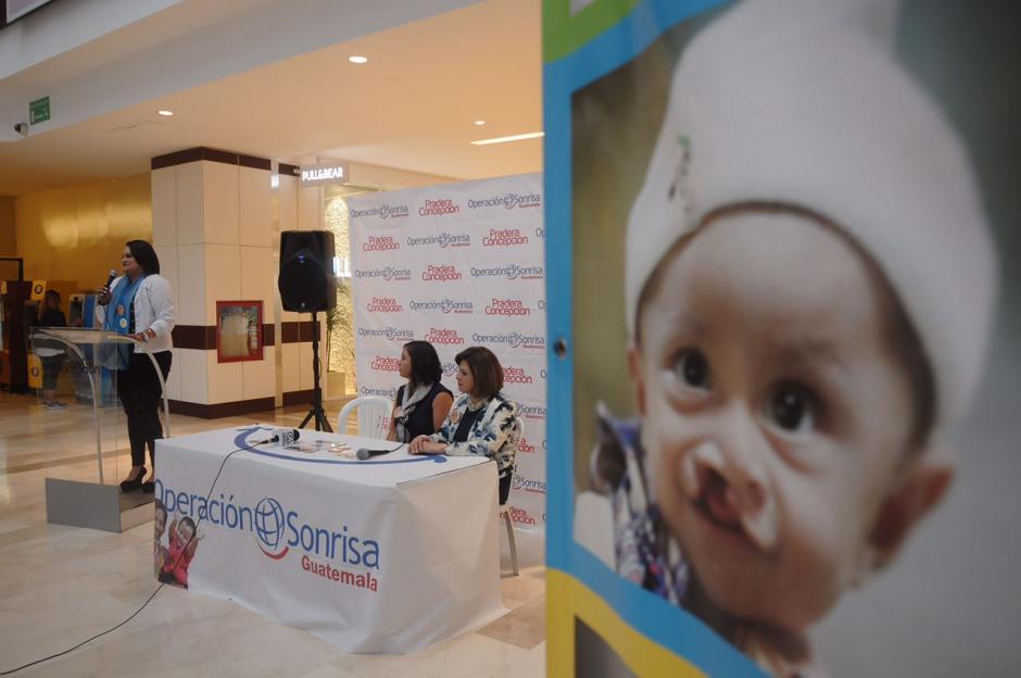 Puedes apoyar buscan en las tiendas participantes de Pradera Concepción las alcancías de Operación Sonrisa. (Foto: Jesús Alfonso/Soy502)