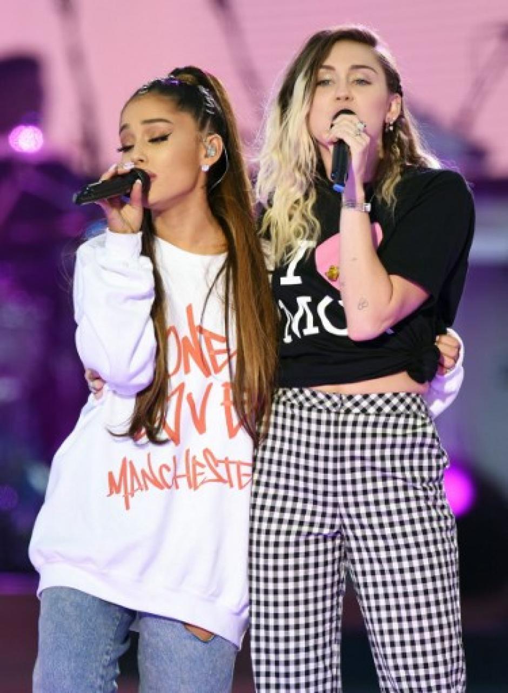 """""""Estoy muy contenta de estar aquí junto a ustedes. Para mí lo más importante de la vida es cuidar de los demás"""", manifestó Miley Cyrus. (Foto: AFP)"""
