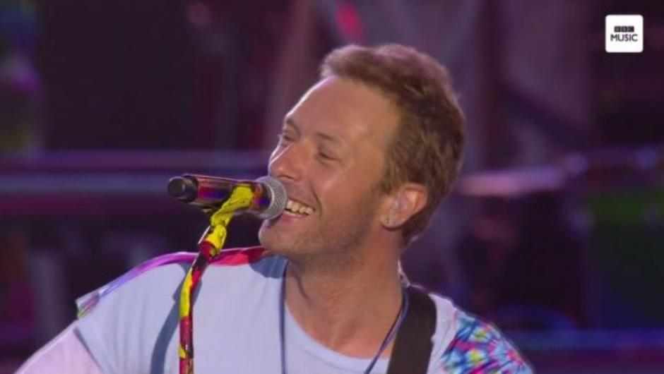 "Chris Martin y compañía interpretaron el tema ""Fix You"". (Foto: AFP)"
