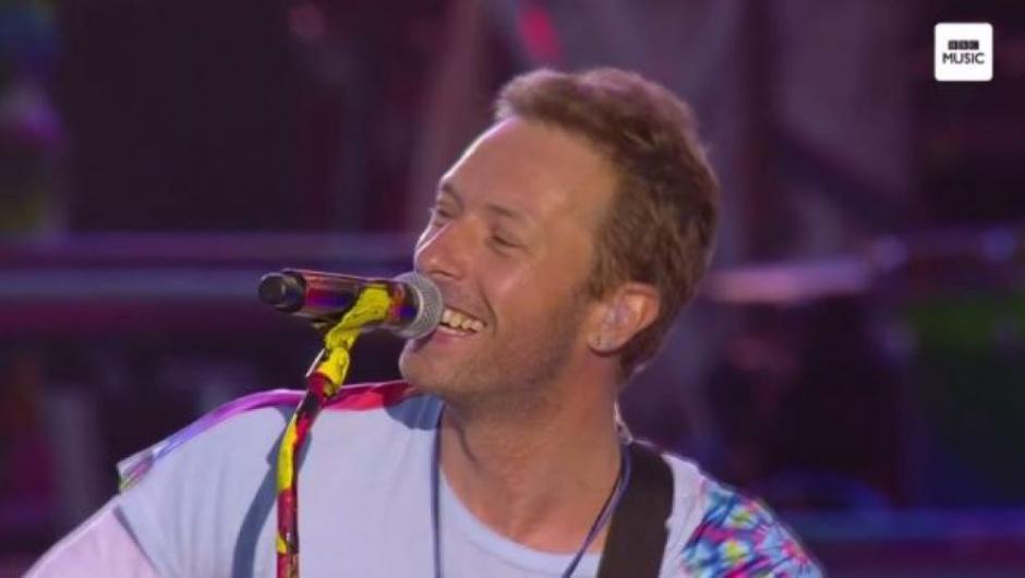 """Chris Martin y compañía interpretaron el tema """"Fix You"""". (Foto: AFP)"""