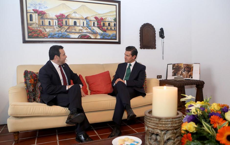 Jimmy recibió a su homólogo mexicano en la casa oficial de Antigua. (Foto: Gobierno)