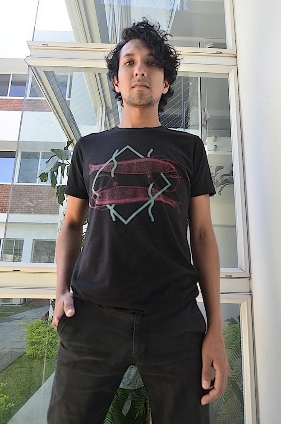 David Chinchilla pone su estilo en la batería. (Foto: Selene Mejía/Soy502)