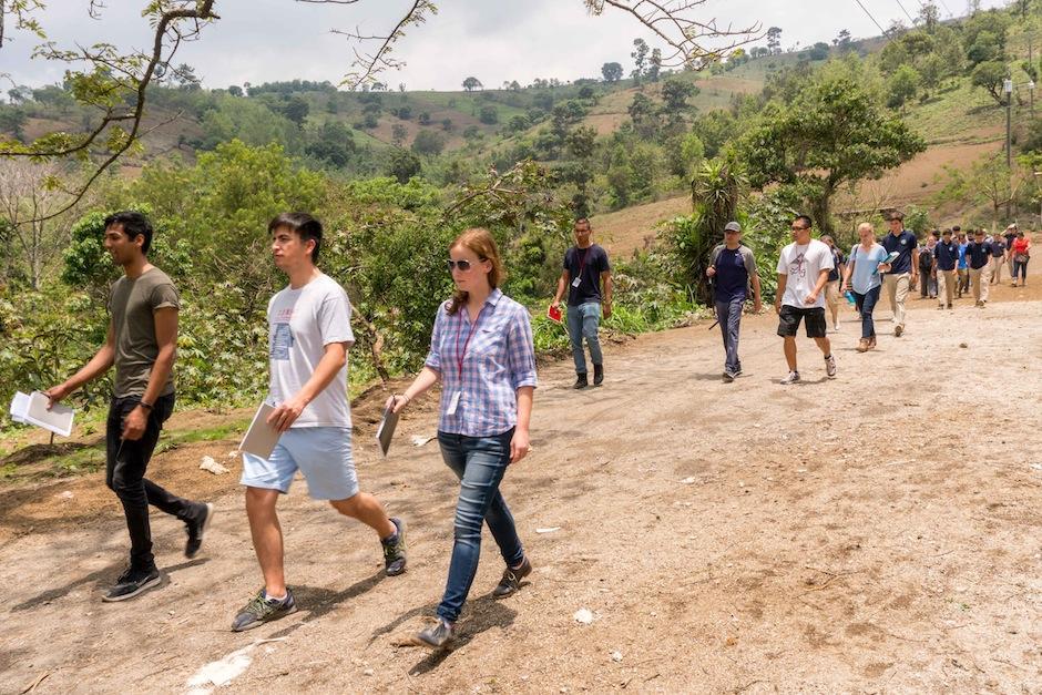 El equipo estadounidense vino al país a conocer cómo el proyecto aportará a los maestros. (Foto: Funsepa)