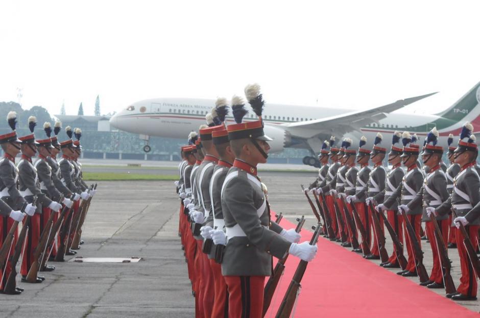 Así fue recibido Peña Nieto en la Fuerza Aérea Guatemalteca. (Foto: Jesús Alfonso/Soy502)