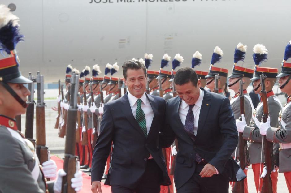 El canciller guatemalteco recibió al mandatario mexicano. (Foto: Jesús Alfonso/Soy502)