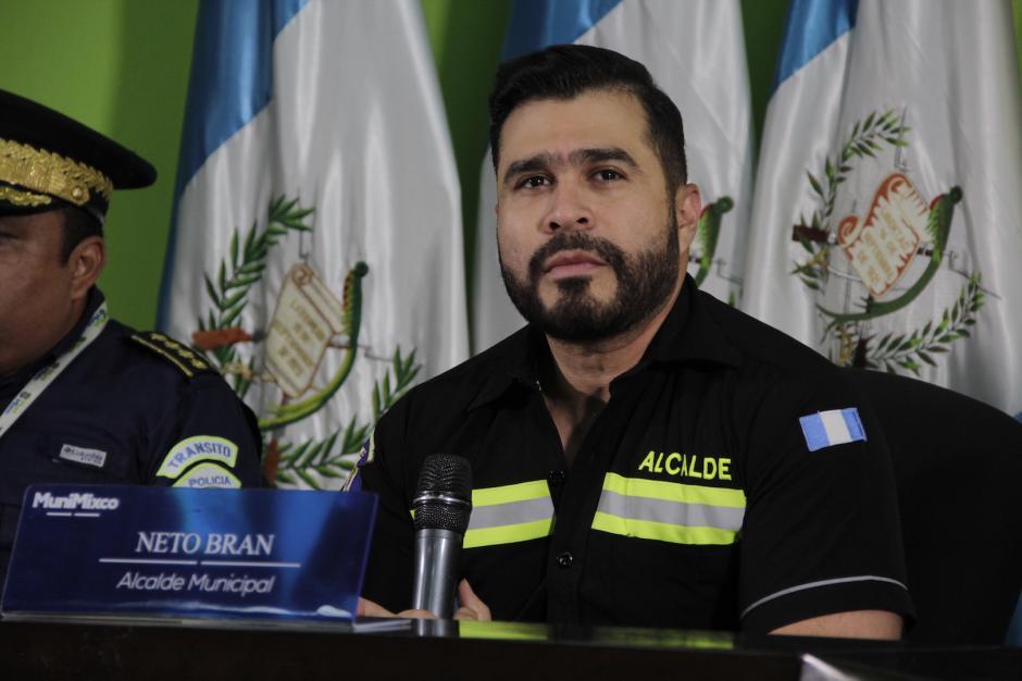 El alcalde de Mixco señaló que comprará armas y contratará más de 100 agentes para crear una policía municipal de seguridad ciudadana. (Foto: Fredy Hernández/Soy502)