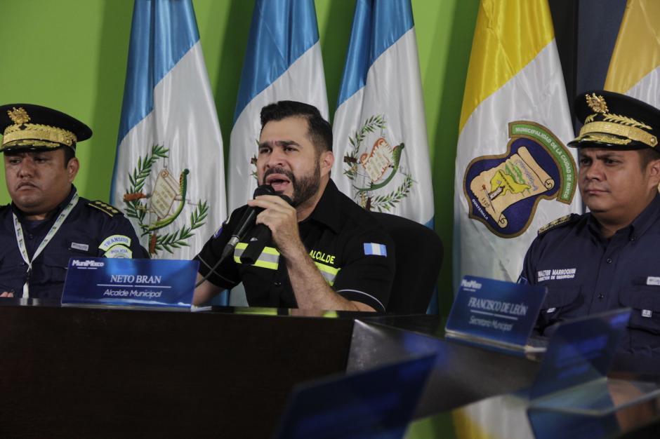 Neto Bran busca crear una nueva fuerza municipal para brindar seguridad a los vecinos de Mixco. (Foto: Fredy Hernández/Soy502)