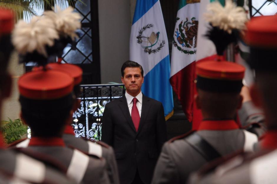 Con honores fue recibido el mandatario mexicano. (Foto: Jesús Alfonso/Soy502)