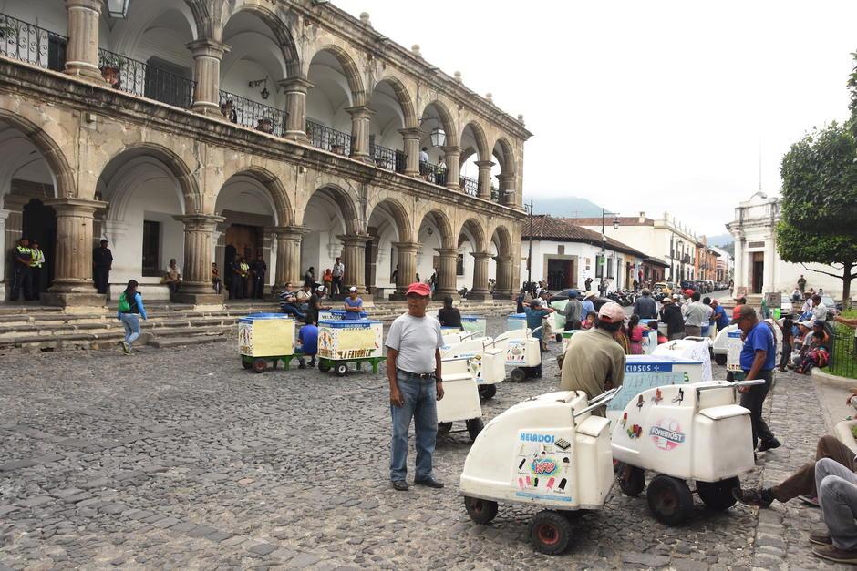 Decenas de vendedores de helados piden que los dejen trabajar cerca del Parque Central. (Foto: Pablo Solís/Nuestro Diario)
