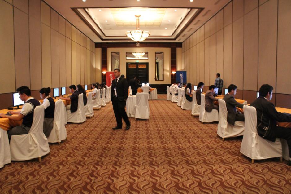 Los instructores estuvieron observando el desarrollo de la competencia. (Foto: Andrea Castillo/Soy502)