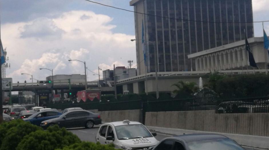 Los taxistas llegaron al Centro Cívico con su protesta. (Foto: Cortesía Julio Sosa)