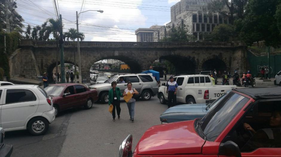 Algunas personas decidieron caminar debido a la protesta. (Foto: Cortesía Julio Sosa)