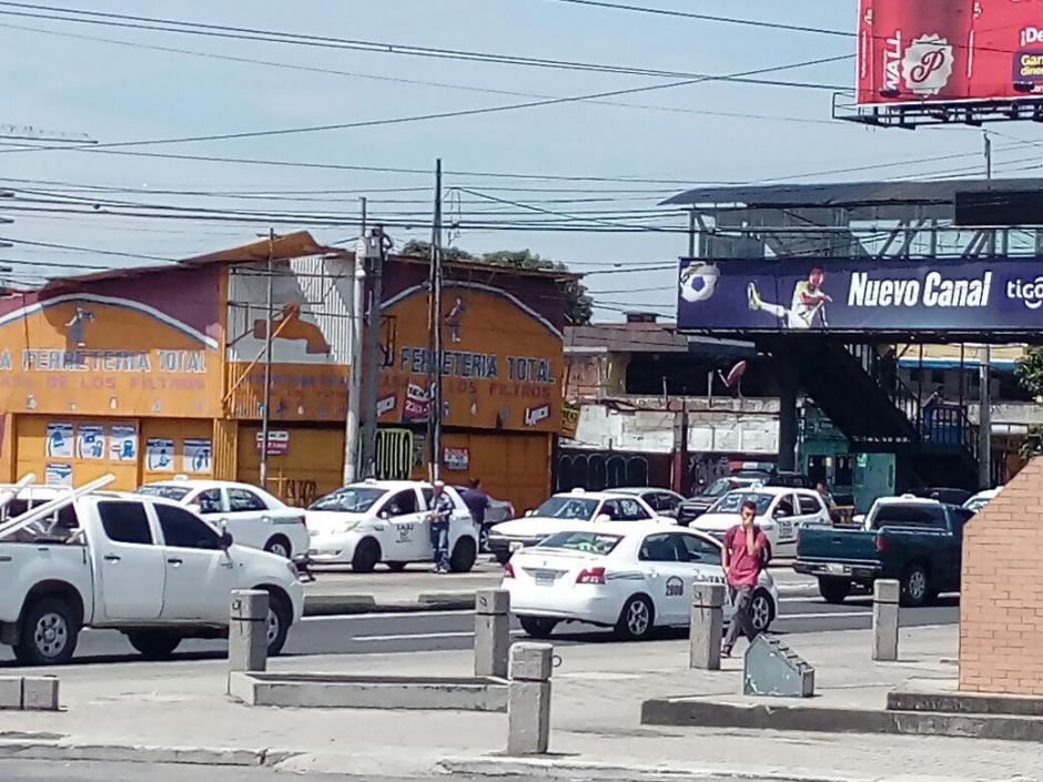 En la 13 calle de la zona 11 protesta otro grupo.  (Foto: Amílcar Montejo/PMT)