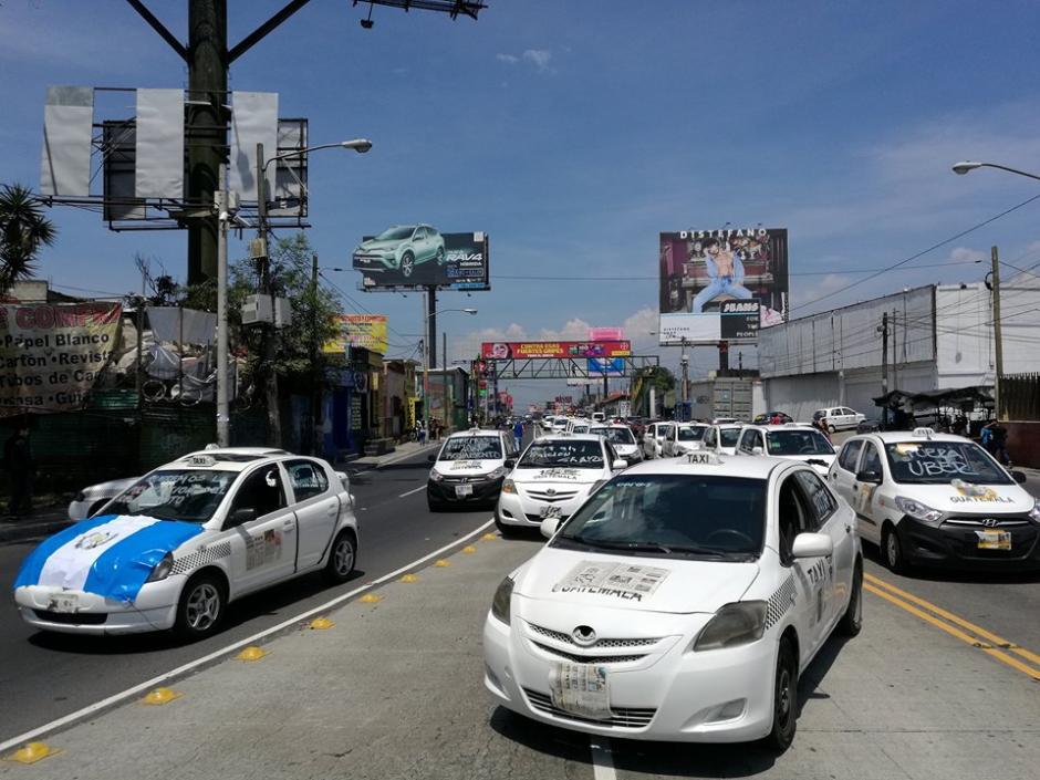 Varios taxistas bloquean varios puntos de la ciudad. (Foto: Jorge Sente/Soy502)
