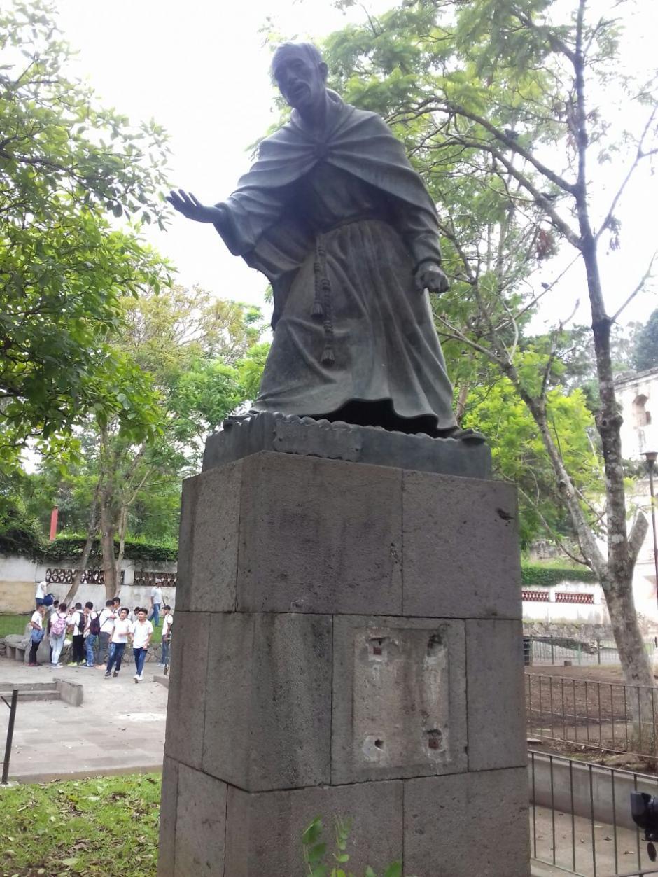 También se llevaron una campana de cobre que portaba la escultura. (Foto: Pablo Solís/Nuestro Diario)