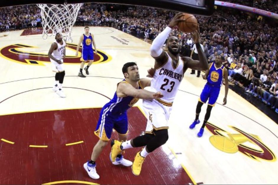 LeBron James sigue haciendo historia en la NBA. (Foto: AFP)