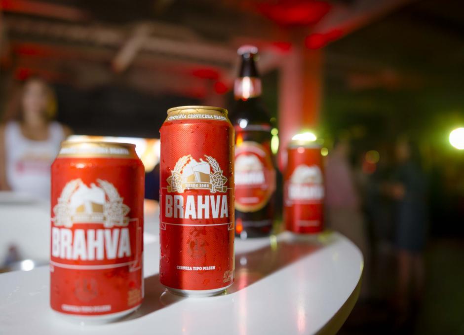 Así lucen los nuevos envases de cerveza. (Foto: George Rojas/Soy502)