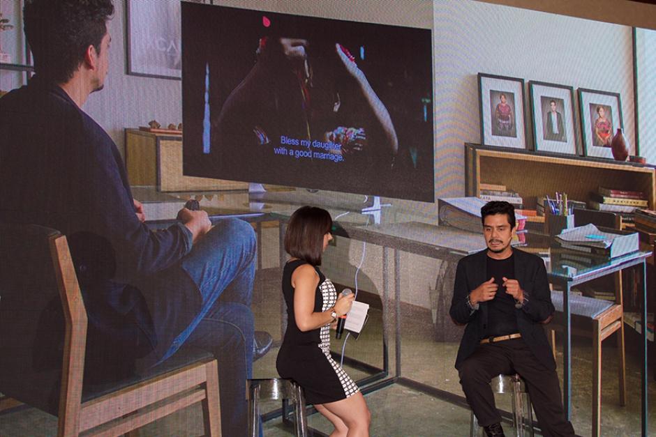 El cineasta guatemalteco, Jayro Bustamante, compartió su experiencia con la nueva pantalla de LG. (Foto: Magui Medina/Soy502)