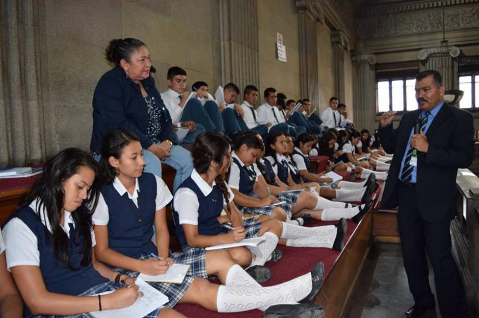 En los recorridos que efectuaba Umaña participaban niños y adolescentes. (Foto: Congreso)