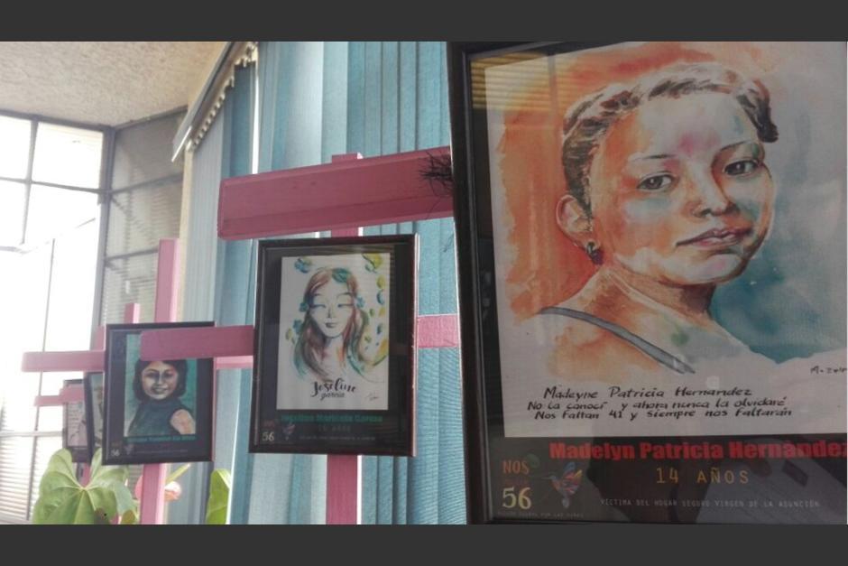 Un total de 41 pinturas inspiradas en las fotografías de las víctimas del Hogar Seguro serán exhibidas los próximos días. (Foto: Marcia Zavala/Soy502)