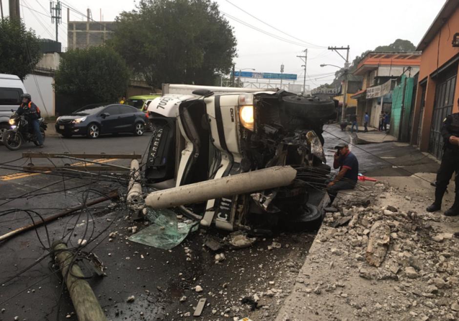 El accidente se reportó en la 28 avenida y 13 calle de la zona 7. (Foto: Amílcar Montejo/Twitter)