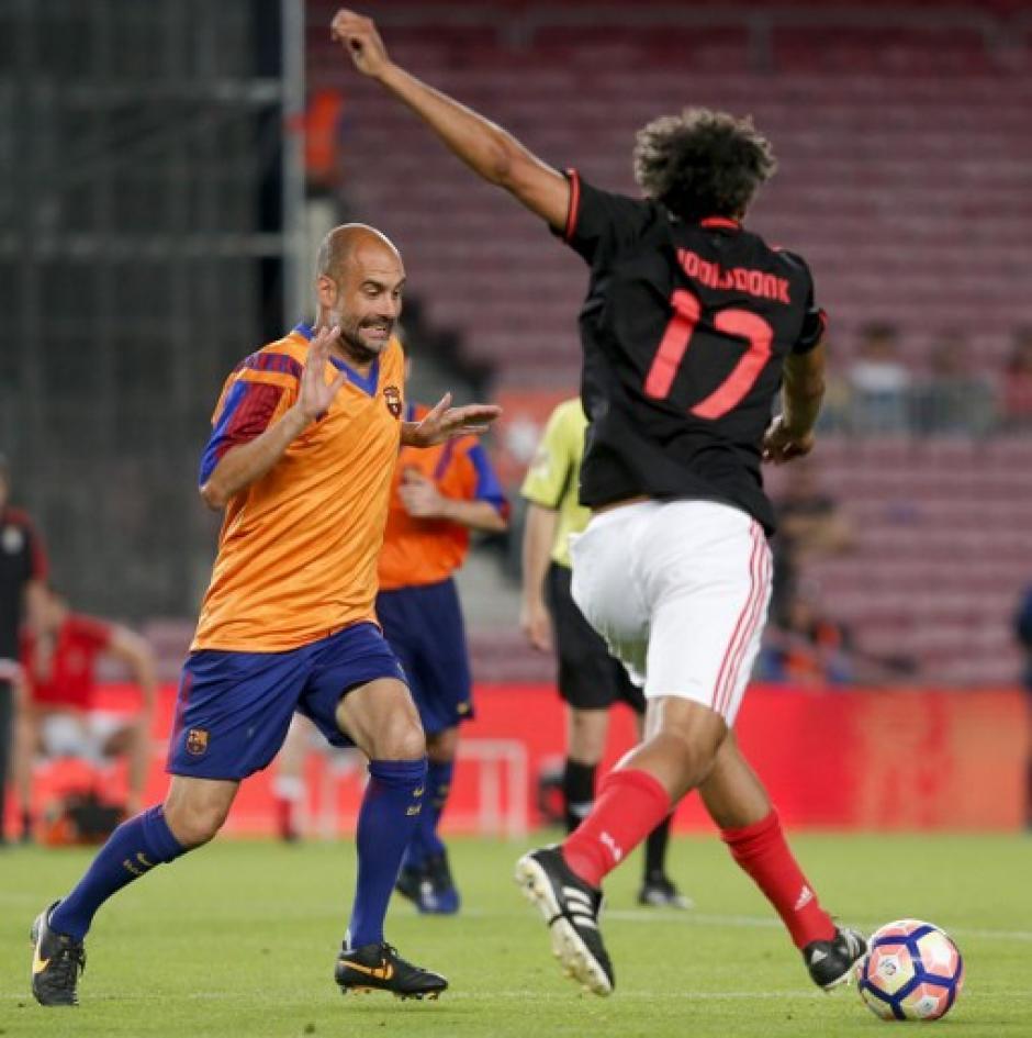 Pep Guardiola participó en el partido en el Camp Nou. (Foto: AFP)