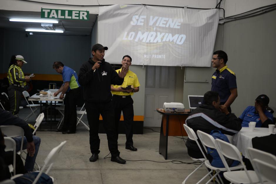 Los motoristas enfrentan varios retos en las calles de la ciudad. (Foto: Wilder López/Soy502)