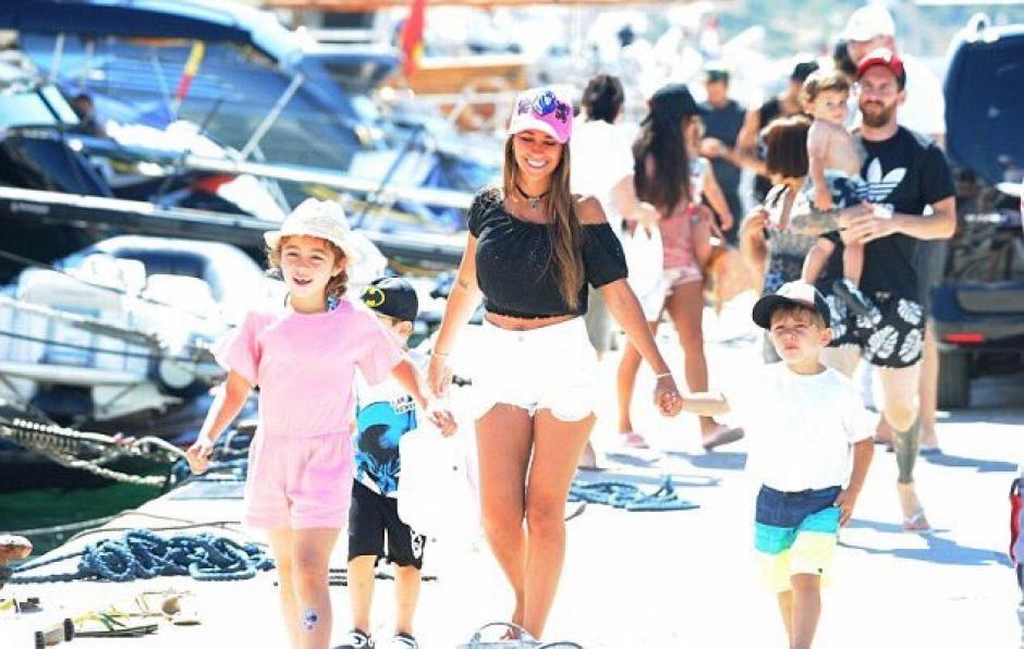 Antonella luce espectacular en las playas de Ibiza. (Foto: Twitter)