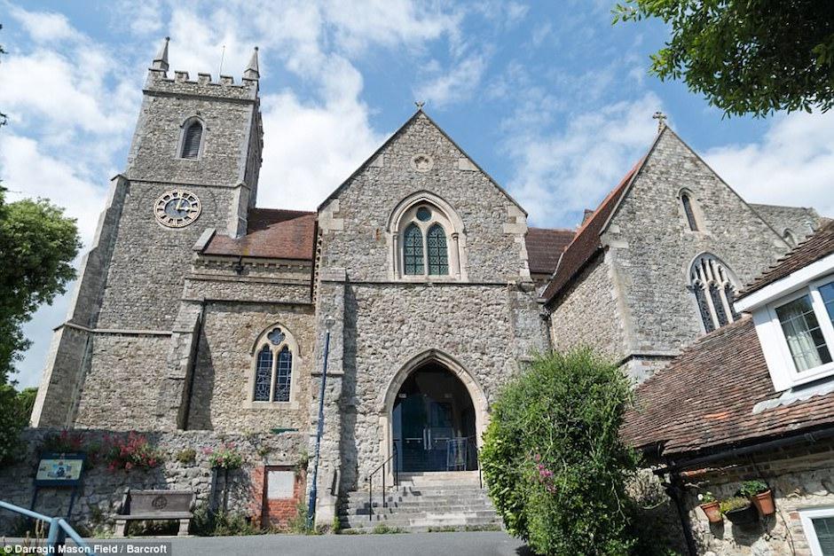 La colección se encuentra en una pequeña iglesia en Kent, Gran Bretaña. (Foto: Darragh Mason Field)