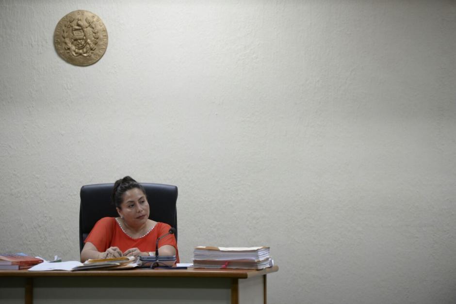 La jueza sexta de Primera Instancia Penal, Silvia Violeta de León, decidirá el caso Negociantes de la Salud. (Foto: Wilder López/Soy502)