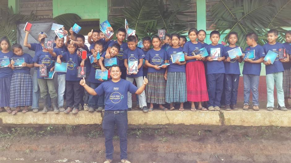 El maestro Romeo Caal busca diversas maneras de promover la educación ambiental a sus alumnos. (Foto: Romeo Chamam)