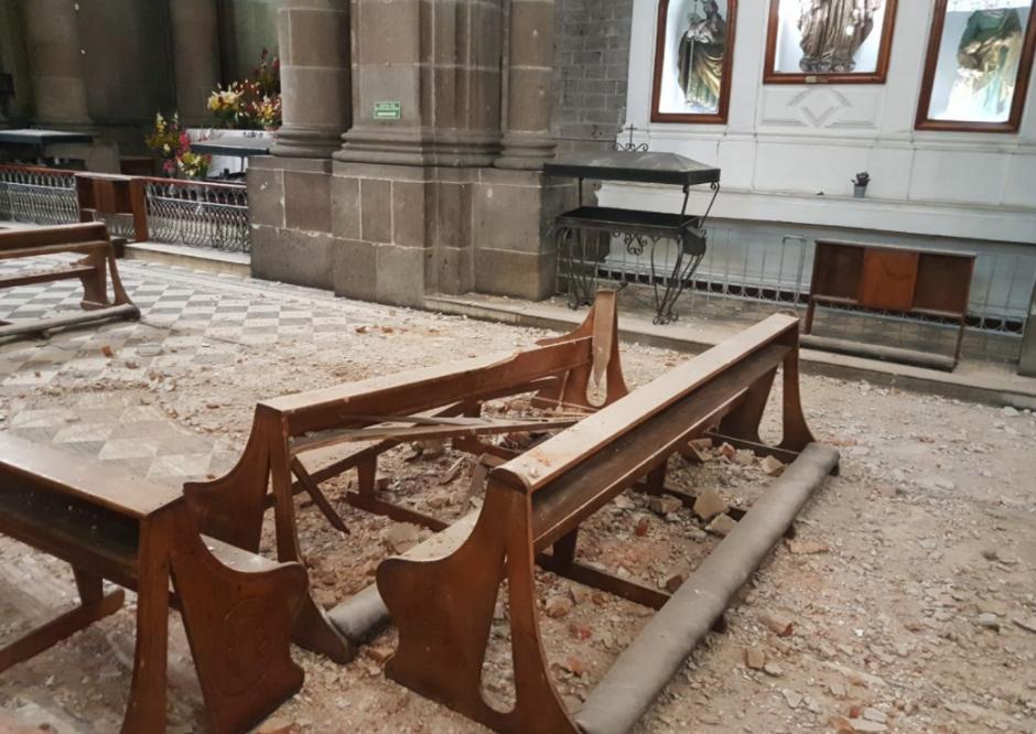 Medios locales difunden los daños en la catedral de Quetzaltenango. (Foto: Stereo 100)