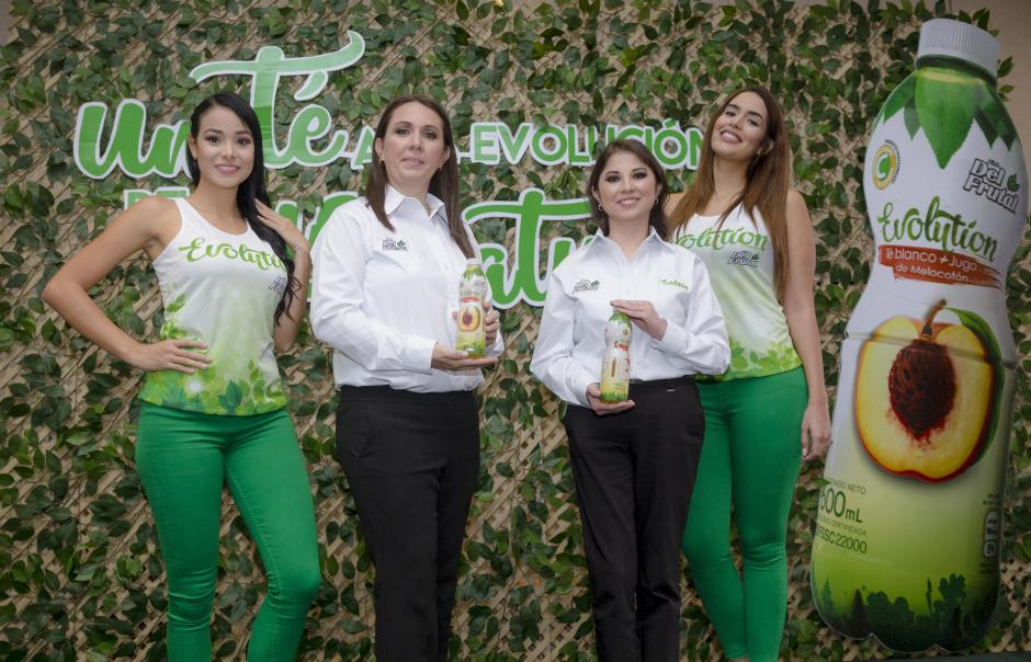 Representantes de la marca explicaron las bondades de la bebida. (Foto: George Rojas/Soy502)