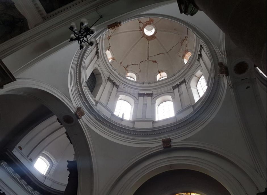 La cúpula de la catedral de Xela sufrió daños. (Foto: Stereo100)