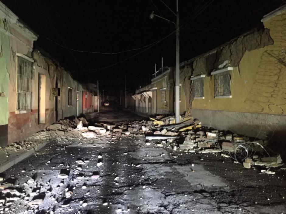 Estos son los daños en la 9.ª calle y barrio la Transfiguración, zona 1 de Quetzaltenango. (Foto: Twitter/ @ConredGuatemala)
