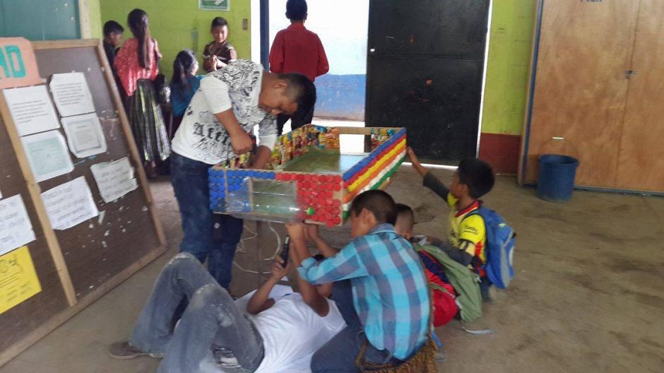 Maestro Crea Juego De Mesa Con Materiales Reciclados Soy502