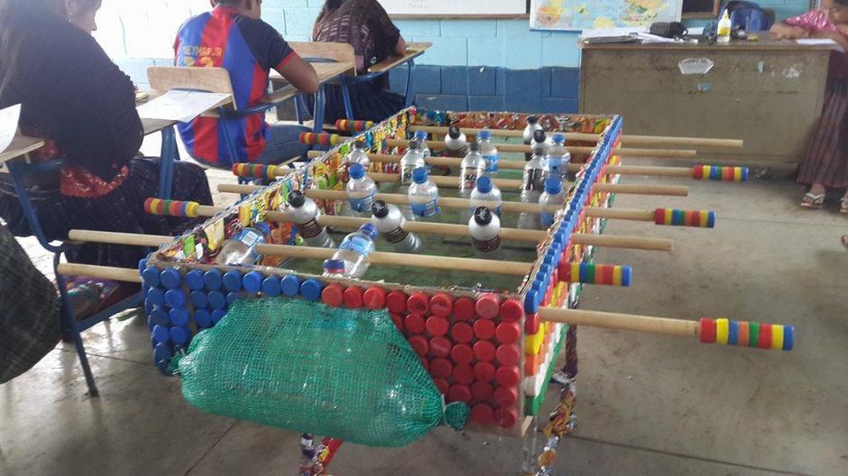 Maestro Crea Junto Con Sus Alumnos Un Futillo De Materiales