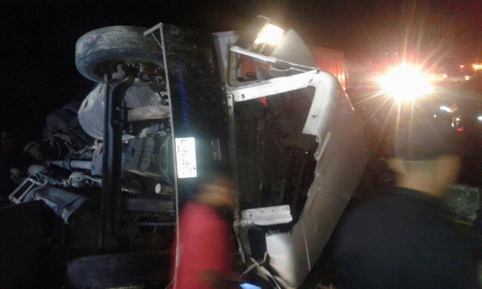 El tráiler transportaba materiales de construcción. (Foto: PMT Villa Nueva)