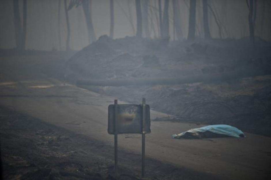 62 muertos y más de 50 heridos ha dejado hasta el momento el incendio. (Foto: AFP)