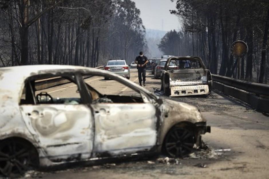 Muchas de las víctimas murieron calcinadas dentro de sus vehículos. (Foto: AFP)