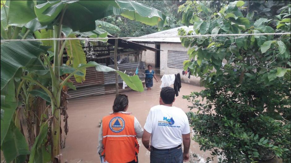 35 familias fueron afectadas en la comunidad Chiriquí, en Los Amates. (Foto: Conred)