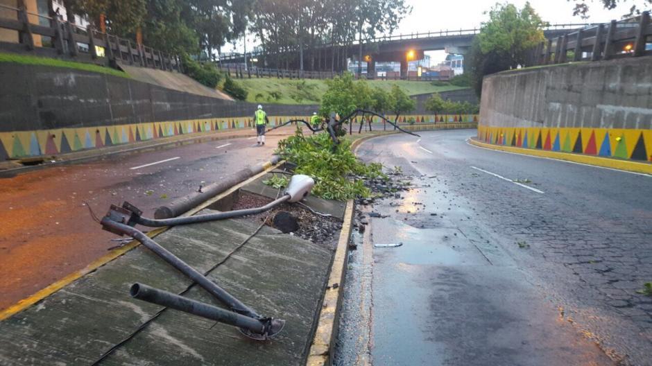 El accidente se reportó en el paso a desnivel Tecún Umán. (Foto: Amilcar Montejo/PMT)