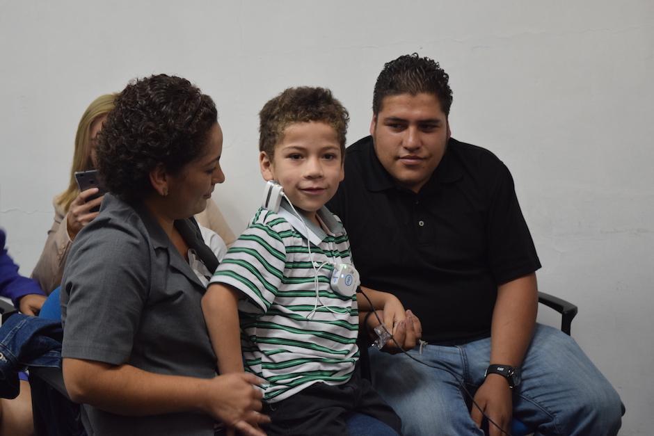 Eduardo González, de 7 años, escuchó la voz de su madre. (Foto: Vivian Nij/Soy502)