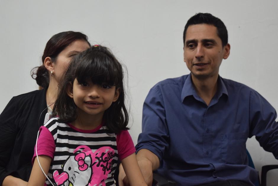 Abigail Soto, de 8 años, no reaccionó como los demás al escuchar por primera vez. (Foto: Vivian Nij/Soy502)