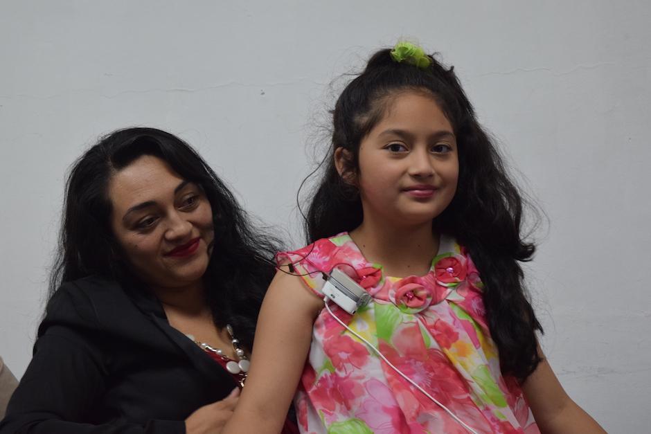 Natasha López, de 10 años, tampoco supo cómo reaccionar al escuchar por primera vez. (Foto: Vivian Nij/Soy502)