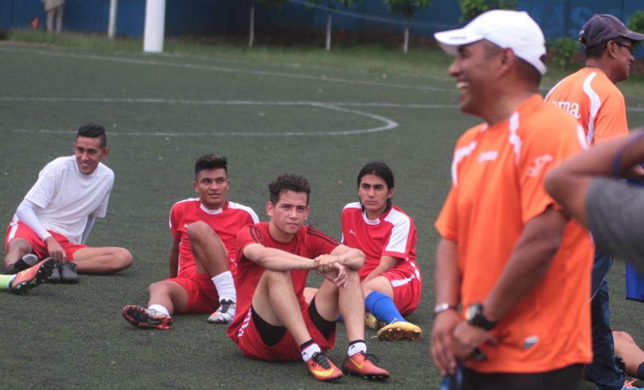 Juan Carlos Plata, entrenador del Deportivo Mixco, aseguró que el hijo de Jimmy Morales no entra en sus planes para jugar. (Foto: Luis Barrios/Soy502)