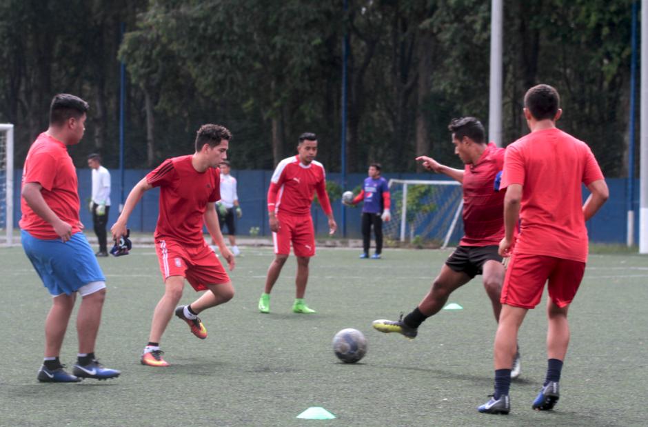 José Manuel Morales entrena como invitado en Mixco. (Foto: Javier Grazioso/Soy502)