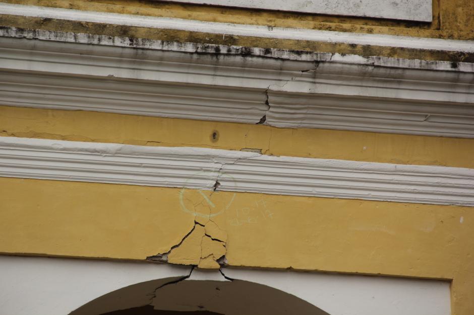 La Conred evaluó los daños en la construcción. (Foto: Fredy Hernández/Soy502)