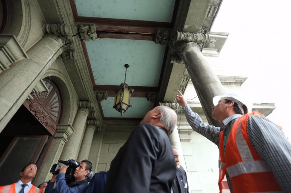 El Ministro hizo un recorrido para verificar los daños. (Foto: Ministerio de Cultura y Deportes)