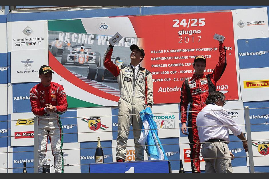 Ian Rodríguez hondeó la bandera azul y blanco en lo alto del podio. (Foto: Speed Adiction)